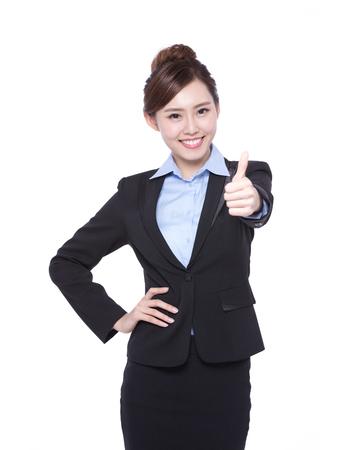 Geschäftsfrau zeigen, Daumen nach oben isoliert auf weißem Hintergrund, asiatische Schönheit Standard-Bild