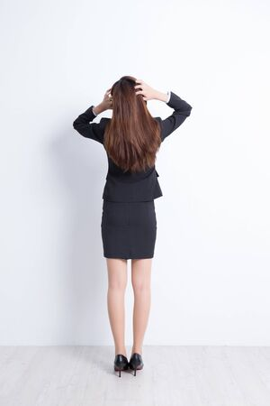 mujer cuerpo entero: Back view of business woman look and think with white wall background, great for your design or text, asian