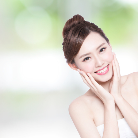 beauty girls: Beautiful Skin care woman Face smile to you with nature green background. asian Beauty