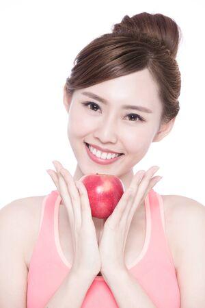 manzana roja: Mujer feliz de la salud en beneficio espectáculo de manzana para la salud, la belleza asiática
