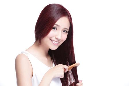 capelli lisci: ritratto di bei capelli meraviglioso giovane donna pennello isolato su sfondo bianco, asiatico bellezza