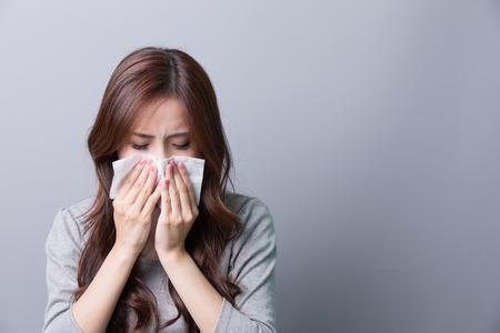 Una mujer coge un resfriado, la enfermedad, asiático Foto de archivo - 54476812