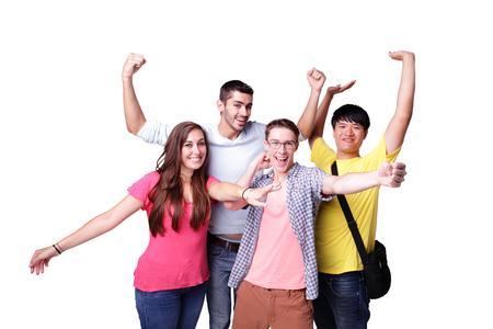 Ami groupe d'étudiants excités heureux isolé sur un fond blanc, caucasien et asiatique