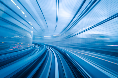 túnel de metro con el desenfoque de movimiento de una ciudad desde el interior, por su gran diseño