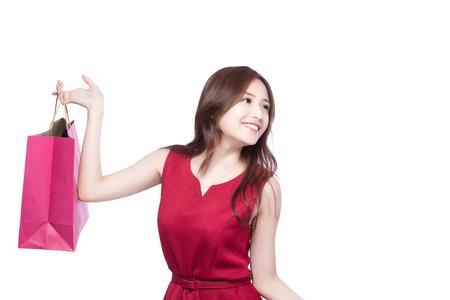 幸せショッピング若い女性バッグ - アジアのモデルの美しさ、白地に分離を示す