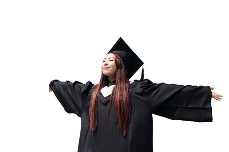 toga y birrete: feliz estudiante graduado futuro abrazo de la niña y sentir mirada despreocupada hasta espacio de la copia, que el desgaste de la tapa de graduación y bata, asiático