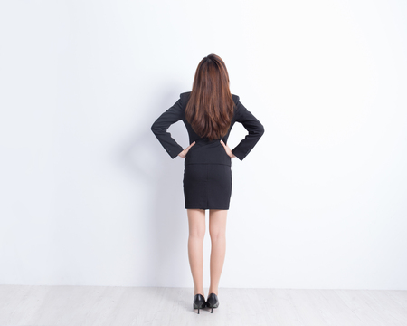muralla china: Back view of business woman look and think with white wall background, great for your design or text, asian