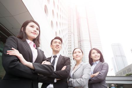 비즈니스 사람들이 팀 사무실, 홍콩, 아시아 여자와 남자에서에서 총에