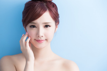 beauty  skin care woman smile to you isolated on bluebackground, asian Stok Fotoğraf - 65010137