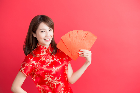 chinese dress: beauty woman wear cheongsam and take Red envelopes  chinese new year Stock Photo