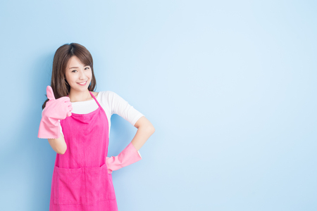 buena salud: beauty housewife thumb up and smile to you isolated on blue background, asian