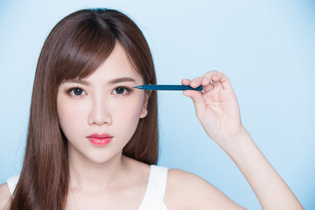 beauty woman woman take eyeliner on the blue background