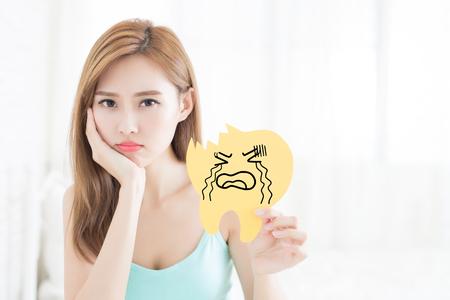女性腹 amd は自宅崩壊歯を取る