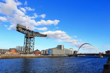Glasgo met de rivier de Clyde voor uw reisconcept
