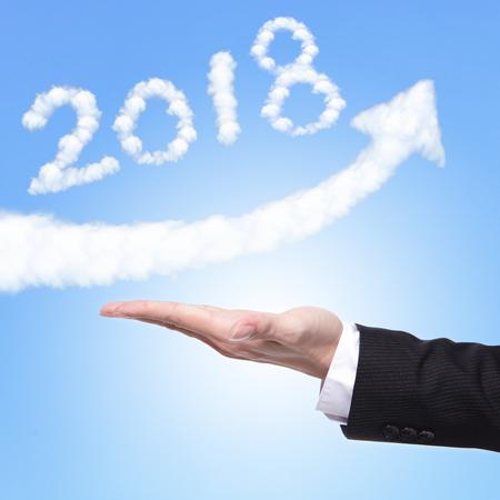 新年あけましておめでとうございます 2018 を保持ビジネス人の手