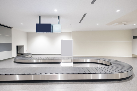 Baggage conveyor belt at the airport in the japan 免版税图像