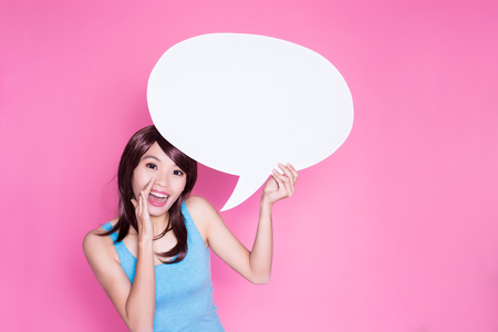 woman take speech bubble on the pink background Standard-Bild