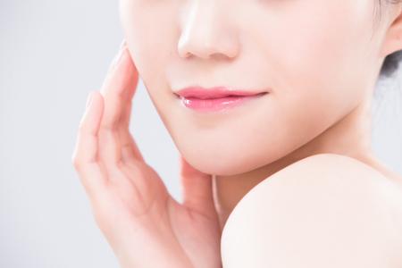 close up of beauty woman lip on the gray backgorund Foto de archivo
