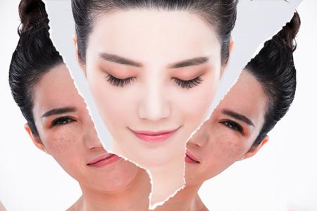 灰色の背景の前後に美容スキンケアコンセプトで女性の目を閉じる 写真素材