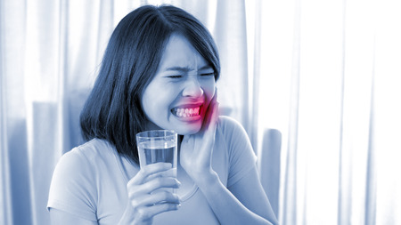 woman take water and feel bad with toothache in the home Stockfoto