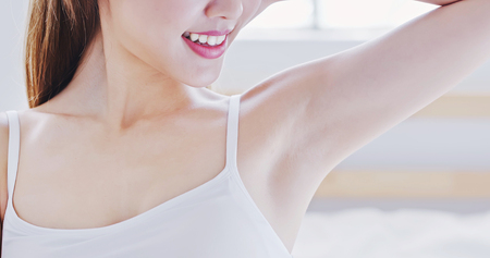 beauty woman smile with clean underarm at home 스톡 콘텐츠