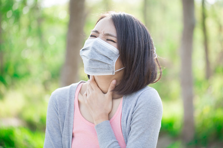 woman wear mask and feel sore throat
