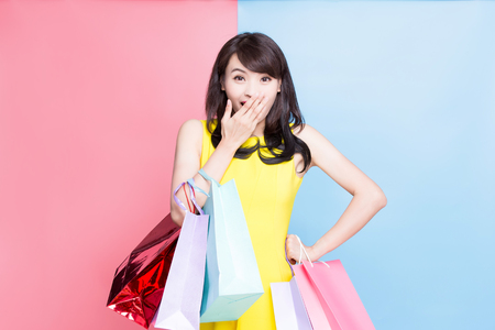 woman feel surprise and take shopping bag happily on the blue and pink background Stok Fotoğraf - 108677588