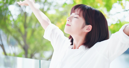 young woman feel carefree and take a deep breath at nature outdoor 免版税图像