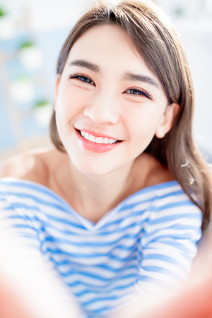 beauty asian woman take a selfie and smile happily at home Stockfoto