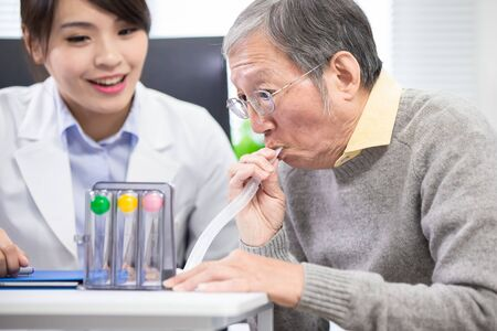 Elder patient has triflow training to improve vital capacity 스톡 콘텐츠