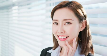 Businesswoman smile to you with good skin and healthy tooth 版權商用圖片