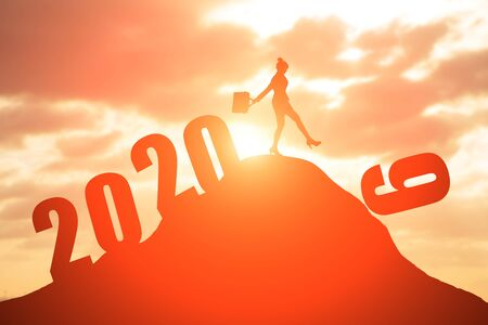 silhouette of businesswoman on the moutain with 2020 版權商用圖片
