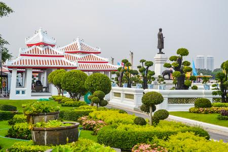 Wat Arun, Wat Arunrajawararam, Bangkok. Thai temple, gates with the gigantic guardians protecting it, Thailand, river temple 版權商用圖片