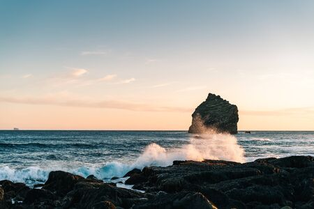 Marvelous sunset on popular tourist attraction Valahnukamol bay in southern Iceland. Cliffs are located in Reykjanes peninsula and are easily accessible from Keflavik or Reykjavik the capital city 스톡 콘텐츠