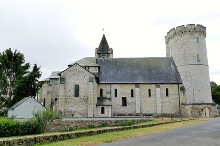 Keep of the old fortified castle and Saint-Aubin church Stockfoto