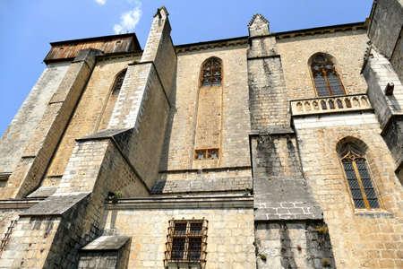 South facade of the Sainte-Marie Cathedral of Saint-Bertrand-de-Comminges Standard-Bild