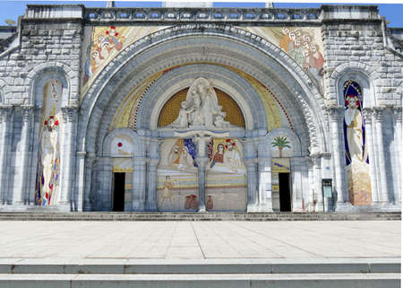 The forecourt of the Notre-Dame-du-Rosaire basilica in Lourdes deserted during the Covid-19 epidemic Stock Photo