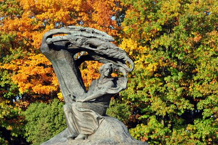 fryderyk chopin: Fryderyk Chopin statue, Warsaws Royal Baths Park Stock Photo