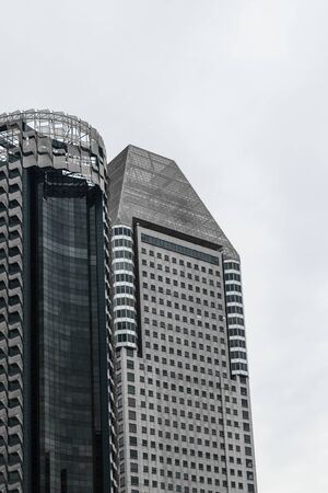Singapore - 14 OCT 2018. Modern looking skyscraper in business district Singapore center during the cloudy and rainy day Foto de archivo - 129743937