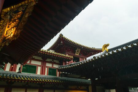 Singapore - 14 OCT 2018. The Buddha Tooth Relic temple and museum during cloudy and rainy day in Chinatown district Foto de archivo - 129743942