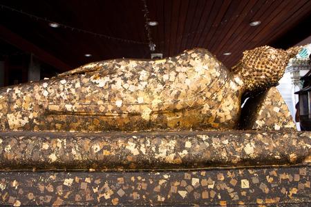 goldfolie: Religi�se Ikone mit Goldfolie im Tempel von Thailand