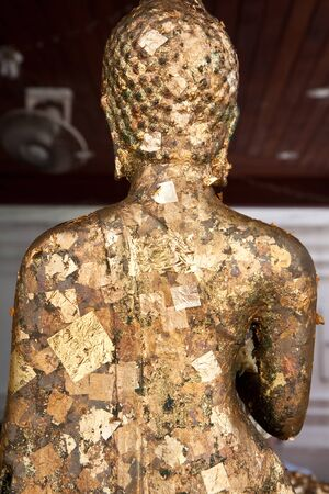 goldfolie: Goldfolie an der R�ckseite des religi�sen Symbol in Thailand Tempel