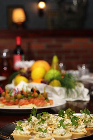 mesa para banquetes: Mesa de banquete.