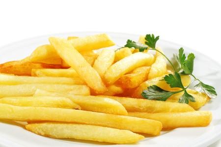 papas fritas: Plato servido con papas fritas Perejil. Aislado en el fondo blanco