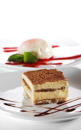 Dessert - Tiramisu au fromage avec sauce au chocolat Banque d'images