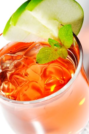 iced tea: Iced Tea with Fresh Apple Slice and Mint