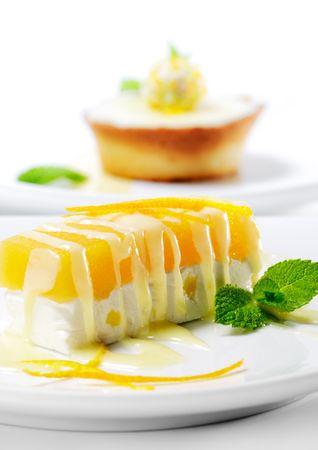 デザート - 新鮮なミントとオレンジのチーズケーキ