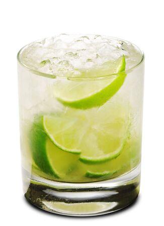 Caipirinha - Cocktail National du Br�sil fait avec Cachaca, de sucre et de chaux. Isol�es sur fond blanc  Banque d'images