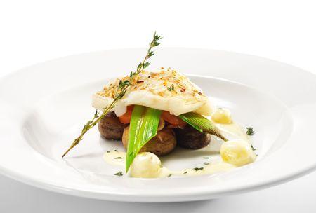 Plats de poisson � chaud - cong� de fl�tan aux champignons, tomates et Bacon Banque d'images