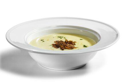 truffe blanche: Soupe de cr�me de pommes de terre d�corer avec les verts et Tartufo Bianco (truffe blanche) Banque d'images